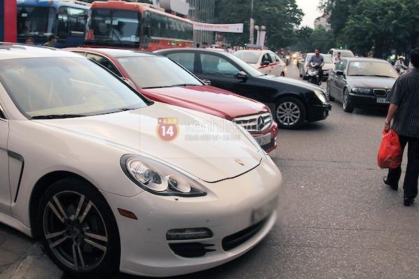 Cận cảnh loạt xe sang chen chúc đến dự lễ cưới của Ngọc Thạch 11
