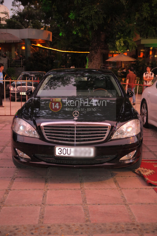 Cận cảnh loạt xe sang chen chúc đến dự lễ cưới của Ngọc Thạch 20