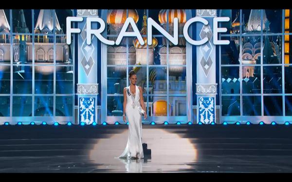 Trương Thị May tự tin tỏa sáng vòng Bán kết Miss Universe 2013 17