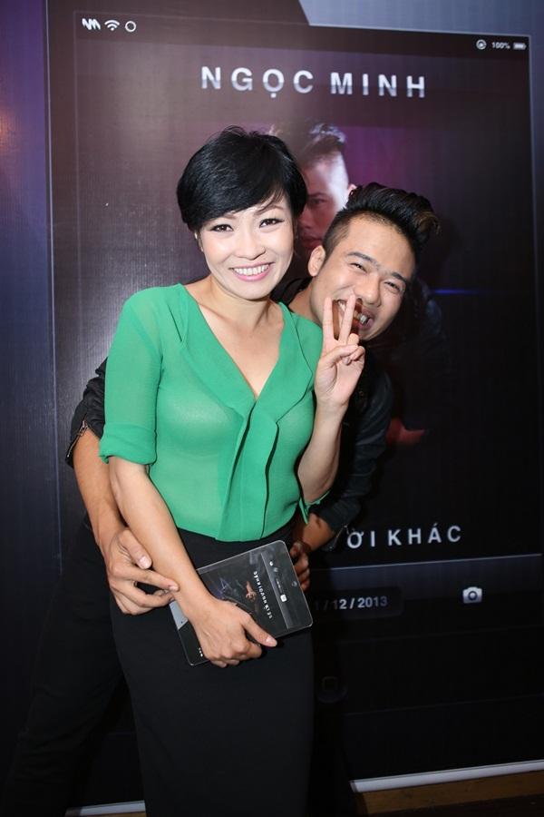 """Phương Thanh tóc ngắn """"quậy"""" hết mình bên """"trai trẻ"""" 2"""