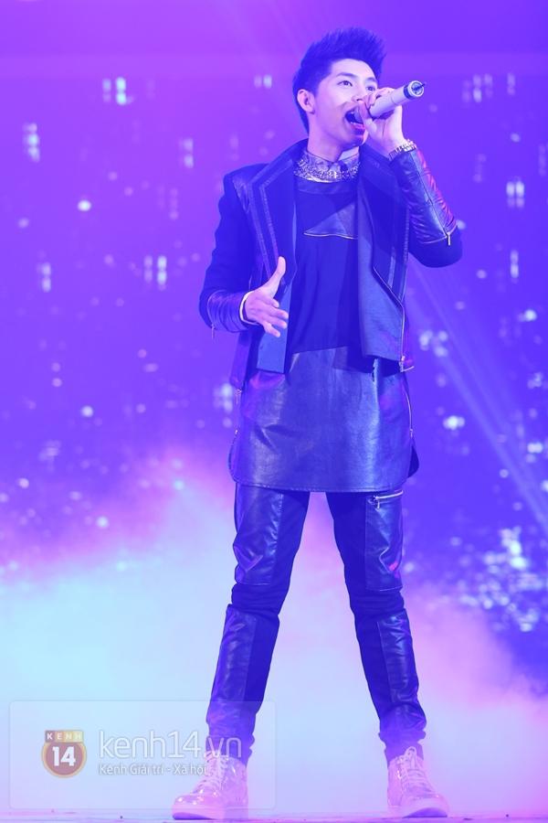 Son Dam Bi gặp sự cố khi biểu diễn ở Việt Nam 21
