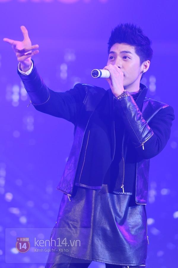 Son Dam Bi gặp sự cố khi biểu diễn ở Việt Nam 22