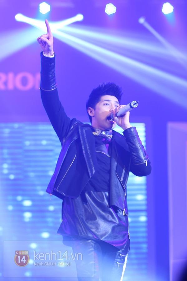Son Dam Bi gặp sự cố khi biểu diễn ở Việt Nam 24