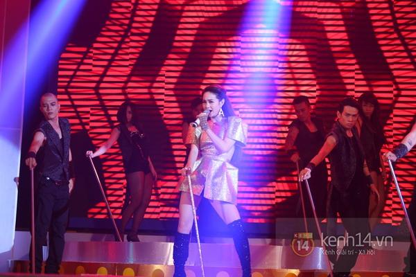Son Dam Bi gặp sự cố khi biểu diễn ở Việt Nam 16
