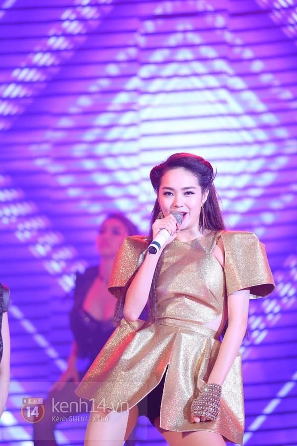 Son Dam Bi gặp sự cố khi biểu diễn ở Việt Nam 19