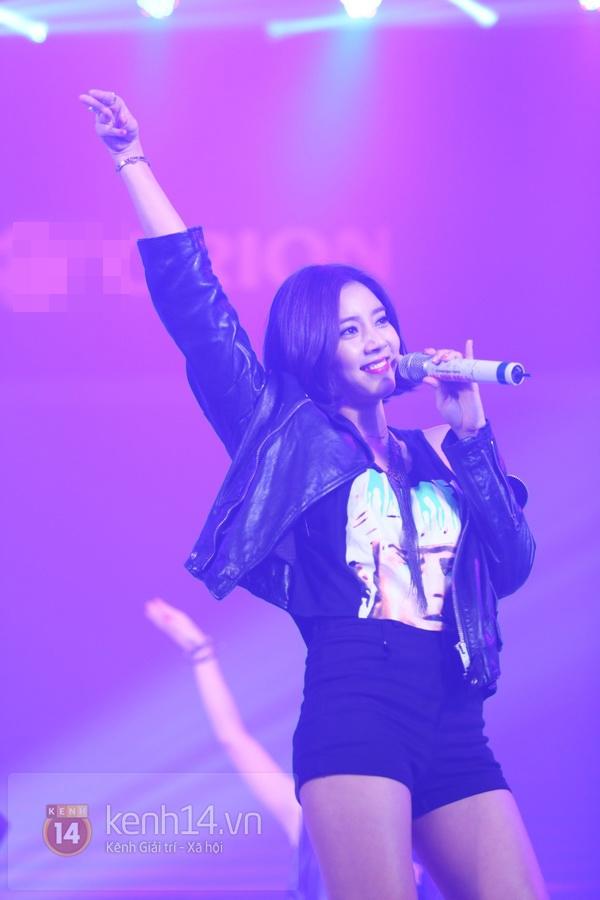 Son Dam Bi gặp sự cố khi biểu diễn ở Việt Nam 9