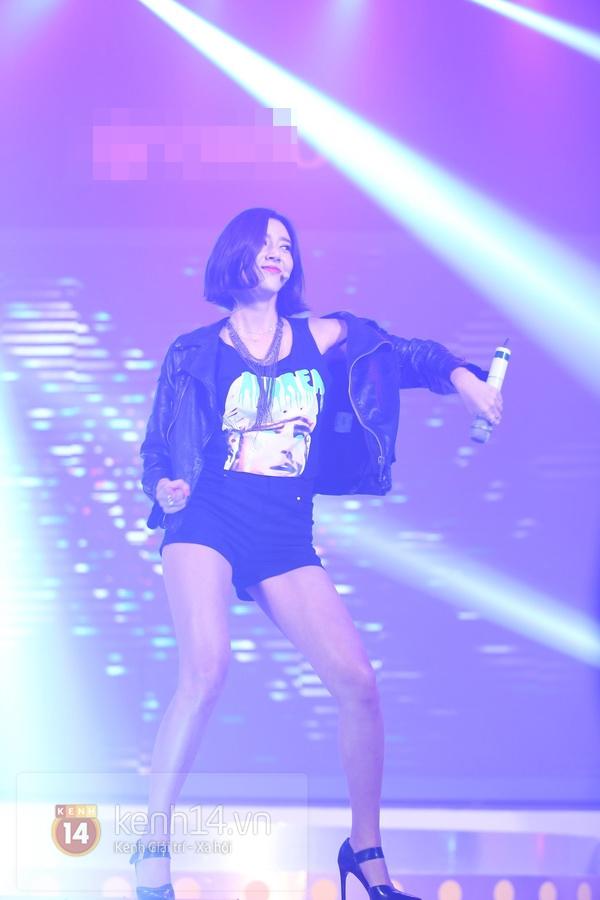 Son Dam Bi gặp sự cố khi biểu diễn ở Việt Nam 10
