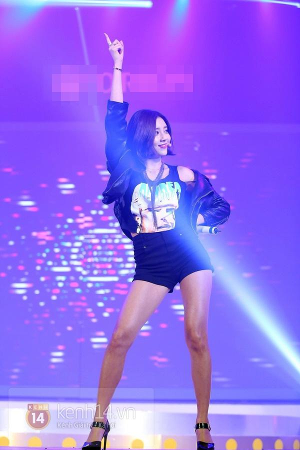 Son Dam Bi gặp sự cố khi biểu diễn ở Việt Nam 11