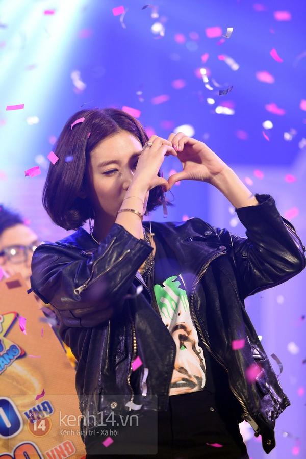 Son Dam Bi gặp sự cố khi biểu diễn ở Việt Nam 13