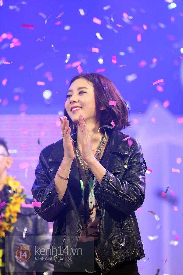 Son Dam Bi gặp sự cố khi biểu diễn ở Việt Nam 14