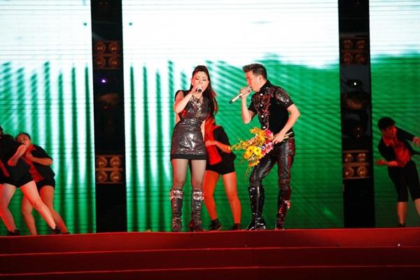 Quang Dũng - Thanh Thảo hôn nhau say đắm trên sân khấu 17