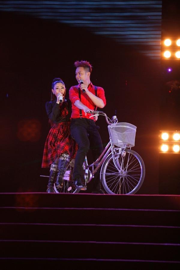 Quang Dũng - Thanh Thảo hôn nhau say đắm trên sân khấu 23