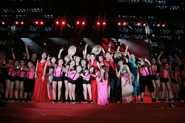 Quang Dũng - Thanh Thảo hôn nhau say đắm trên sân khấu 25