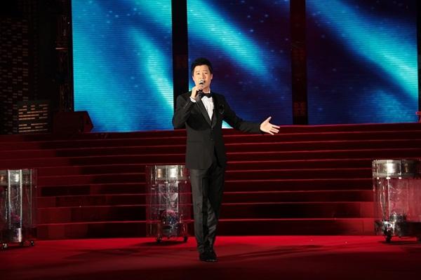 Quang Dũng - Thanh Thảo hôn nhau say đắm trên sân khấu 5