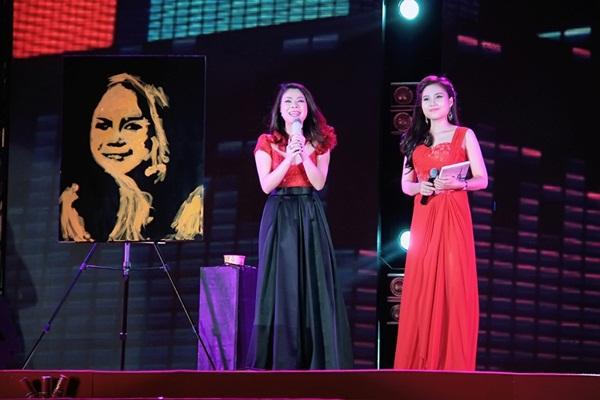 Quang Dũng - Thanh Thảo hôn nhau say đắm trên sân khấu 1