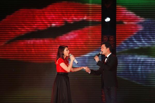 Quang Dũng - Thanh Thảo hôn nhau say đắm trên sân khấu 4