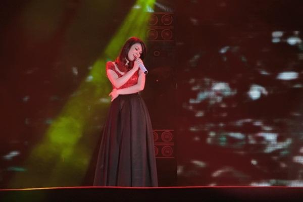 Quang Dũng - Thanh Thảo hôn nhau say đắm trên sân khấu 2