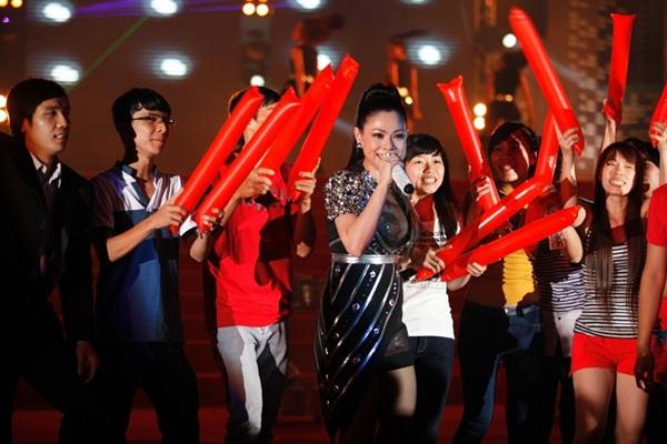 Quang Dũng - Thanh Thảo hôn nhau say đắm trên sân khấu 18