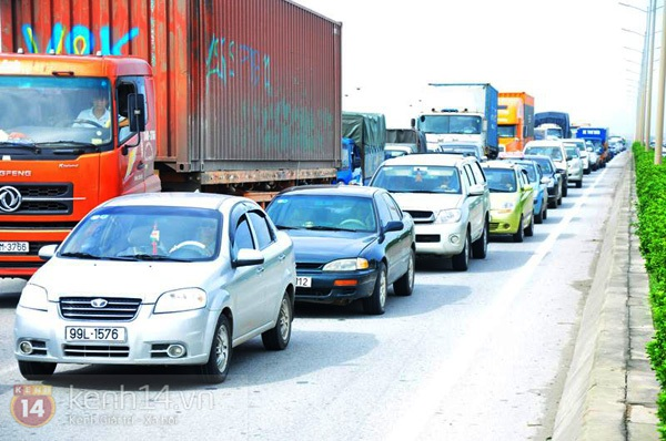 Tai nạn ô tô liên hoàn trên cầu Thanh Trì, giao thông ùn tắc kéo dài 3