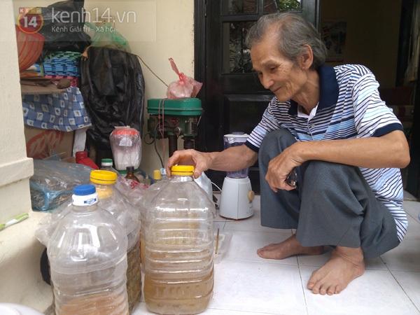 """Gặp ông già 80 tuổi có """"phép thuật"""" biến rơm thành giấy 1"""