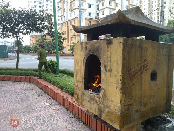 """Phố Hà Nội nghi ngút khói vì đốt vàng mã trong ngày """"Xá tội vong nhân"""" 8"""