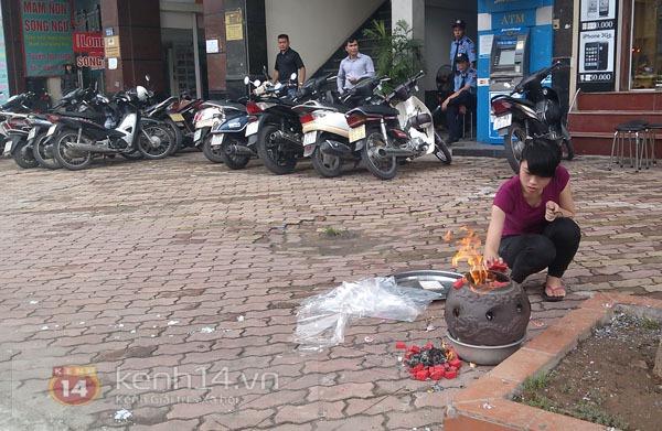 """Phố Hà Nội nghi ngút khói vì đốt vàng mã trong ngày """"Xá tội vong nhân"""" 5"""