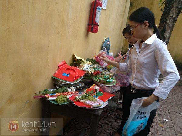"""Phố Hà Nội nghi ngút khói vì đốt vàng mã trong ngày """"Xá tội vong nhân"""" 13"""
