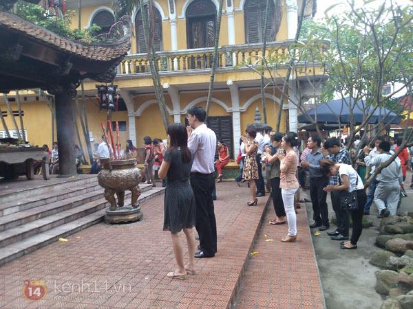 """Phố Hà Nội nghi ngút khói vì đốt vàng mã trong ngày """"Xá tội vong nhân"""" 14"""