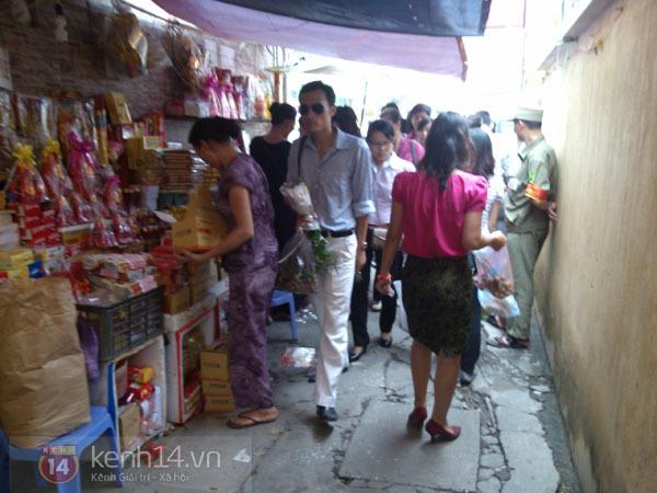 """Phố Hà Nội nghi ngút khói vì đốt vàng mã trong ngày """"Xá tội vong nhân"""" 10"""