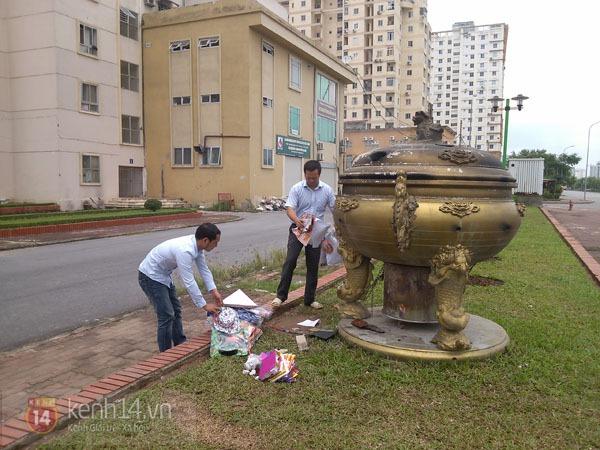 """Phố Hà Nội nghi ngút khói vì đốt vàng mã trong ngày """"Xá tội vong nhân"""" 9"""