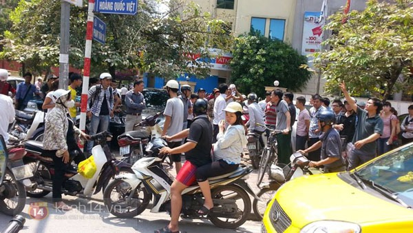 Va chạm giao thông, lái xe taxi cầm cờ lê đánh người đi đường bị thương 1