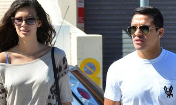 Alexis Sanchez quay lại với cô bồ trẻ xinh đẹp 1