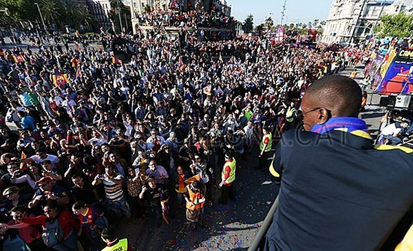 Cận cảnh buổi lễ ăn mừng hoành tráng của Barcelona 17