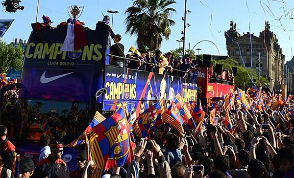 Cận cảnh buổi lễ ăn mừng hoành tráng của Barcelona 3