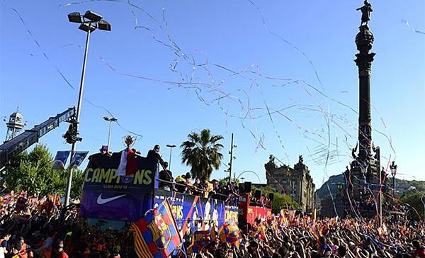 Cận cảnh buổi lễ ăn mừng hoành tráng của Barcelona 6