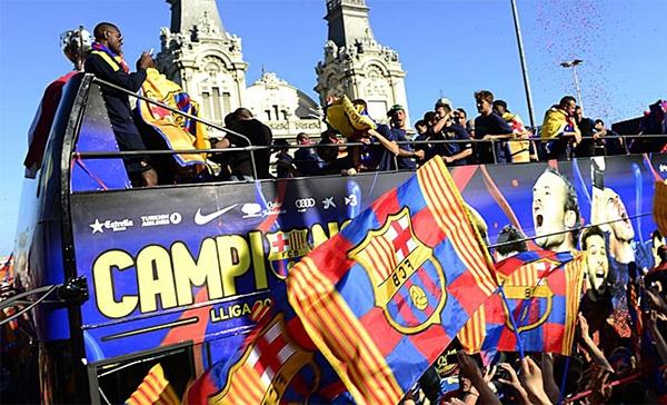 Cận cảnh buổi lễ ăn mừng hoành tráng của Barcelona 21