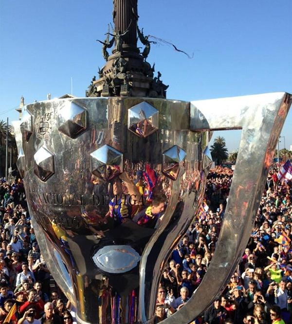 Cận cảnh buổi lễ ăn mừng hoành tráng của Barcelona 23