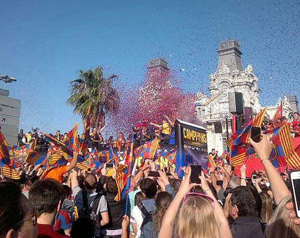 Cận cảnh buổi lễ ăn mừng hoành tráng của Barcelona 26