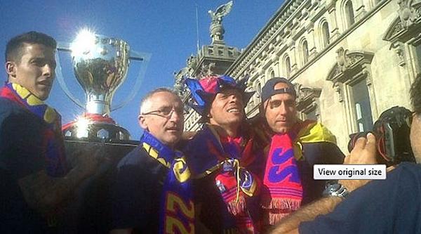Cận cảnh buổi lễ ăn mừng hoành tráng của Barcelona 24