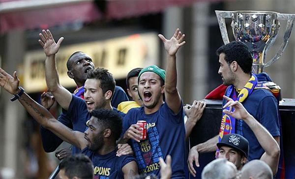 Cận cảnh buổi lễ ăn mừng hoành tráng của Barcelona 9