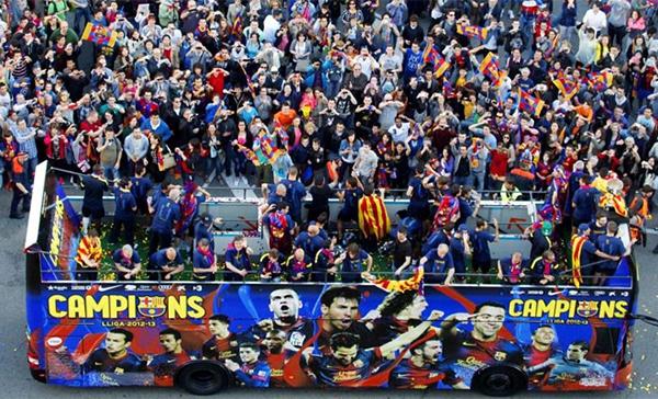 Cận cảnh buổi lễ ăn mừng hoành tráng của Barcelona 4