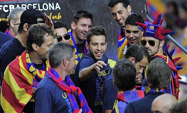 Cận cảnh buổi lễ ăn mừng hoành tráng của Barcelona 11