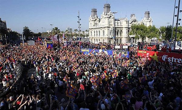 Cận cảnh buổi lễ ăn mừng hoành tráng của Barcelona 1