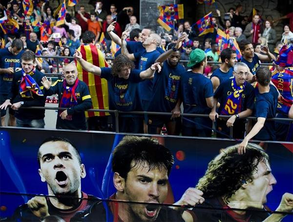 Cận cảnh buổi lễ ăn mừng hoành tráng của Barcelona 13