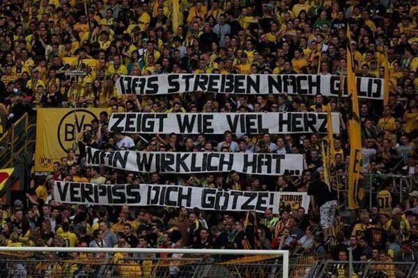 """CĐV Dortmund """"chửi rủa"""" Gotze ngay trong trận đấu với Bayern 2"""