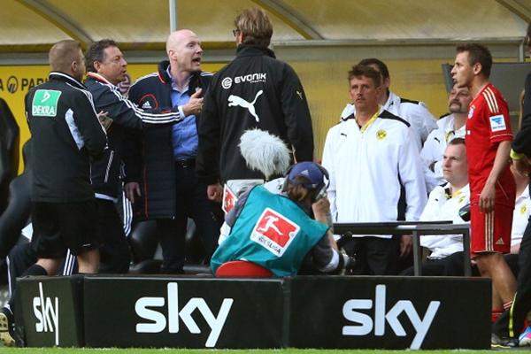 """CĐV Dortmund """"chửi rủa"""" Gotze ngay trong trận đấu với Bayern 4"""