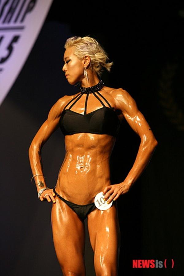 """Lạ mắt cuộc thi hoa hậu """"cơ bắp"""" tại Hàn Quốc 7"""