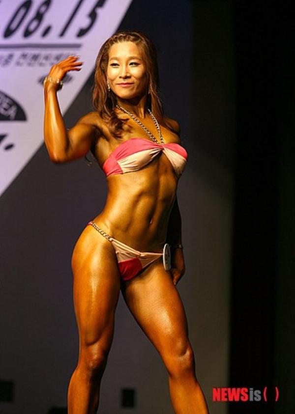 """Lạ mắt cuộc thi hoa hậu """"cơ bắp"""" tại Hàn Quốc 13"""