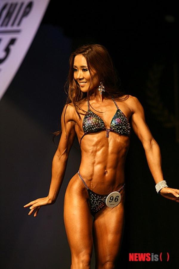 """Lạ mắt cuộc thi hoa hậu """"cơ bắp"""" tại Hàn Quốc 15"""