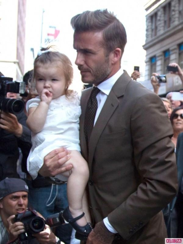 Những hình ảnh siêu dễ thương của bé Harper Seven Beckham 8